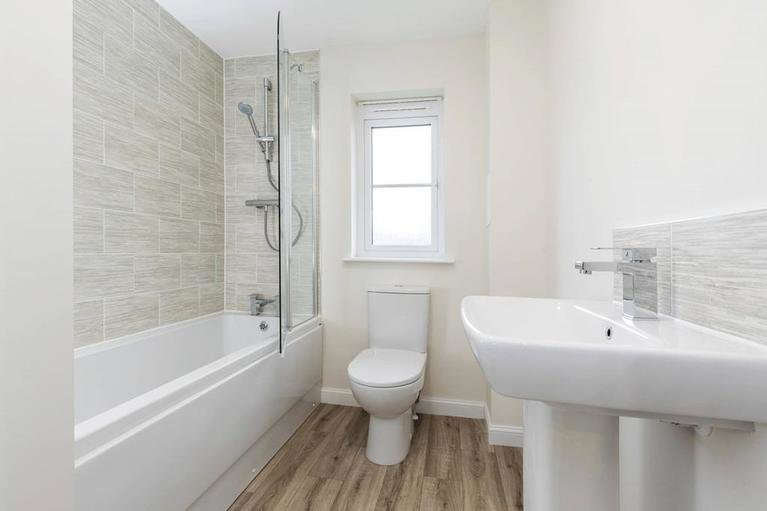 H7732-huntingtower-stock-plot-8-dunbar-bathroom001